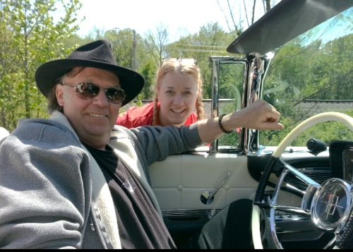 shelli-with-neil-young-2013-0422_120344